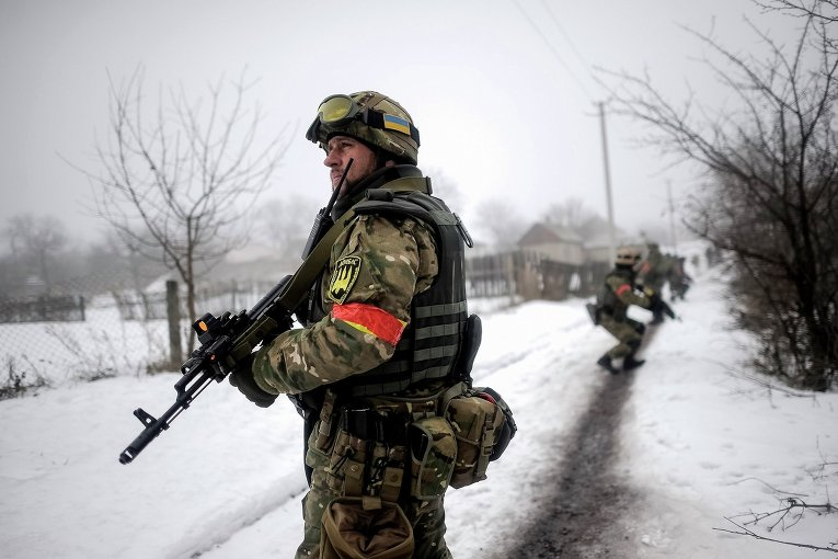 Украинские военнослужащие в селе Орехово Луганской области
