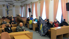 Митингующие в здании горсовета Полтавы требуют признать Россию страной-агрессором