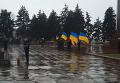 Активисты пытаются прорвать кордон милиции в Запорожье, который выстроен у памятника Ленину