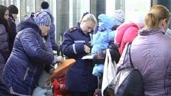 Поезд с беженцами из Дебальцево