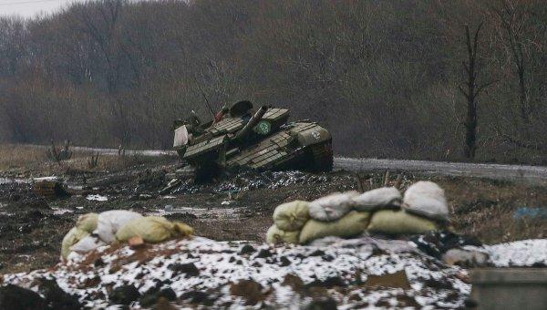 Уничтоженный танк ополченцев в Углегорске