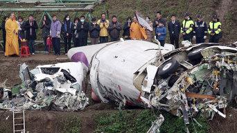 Спасательная операция на месте крушения TransAsia Airways в Тайване
