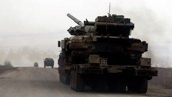 Танк и военная техника украинских военных вблизи Дебальцево