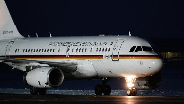 Самолет канцлера ФРГ Ангелы Меркель после приземления в аэропорту  Внуково-2.