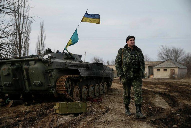 Украинский военный и техника АТО близ Дебальцево