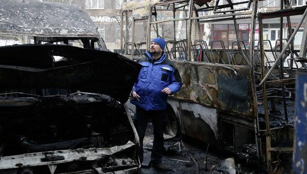 Представитель ОБСЕ на разрушенном вокзале в Донецке