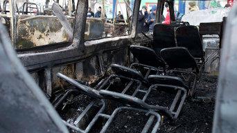 Сгоревший автобус на автовокзале в Донецке