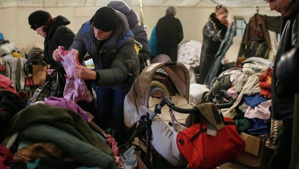 Беженцы в волонтерском центре в Славянске