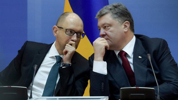 Президент Украины Петр Порошенко (справа) и премьер-министр Украины Арсений Яценюк