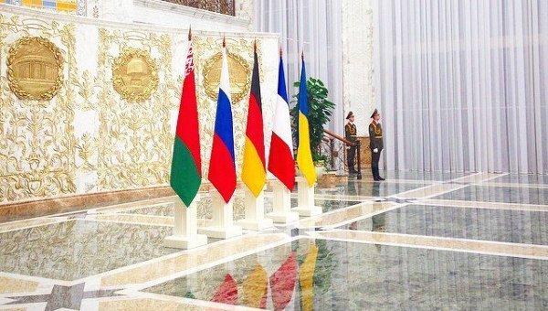 Флаги Белоруссии, России, Германии, Франции, и Украины в резиденции президента Белоруссии в Минске
