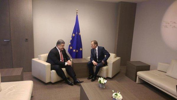 Петр Порошенко и Дональд Туск на переговорах в Брюсселе, 12 февраля 2015