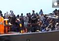 Сотни нелегальных мигрантов обнаружены у берегов Сицилии. Видео