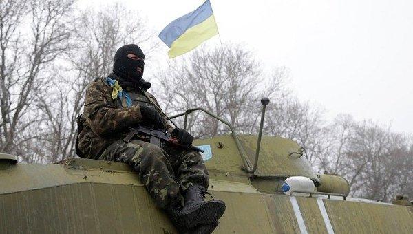Военнослужащий ВСУ на трассе Артемовск - Дебальцево