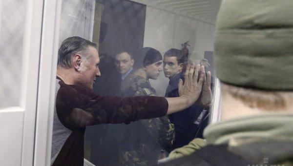 Александр Ефремов и Михаил Добкин в Печерском райсуде в Киеве, 16 февраля 2015