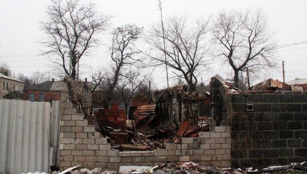 Дом, пострадавший в результате обстрела Дебальцево. Архивное фото