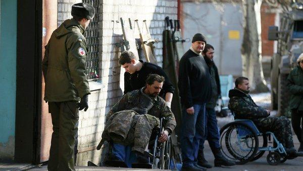Раненые военные в госпитале. Архивное фото