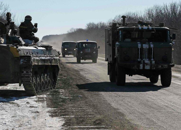Украинские войска близ Артемовска в ходе вывода сил АТО из Дебальцево