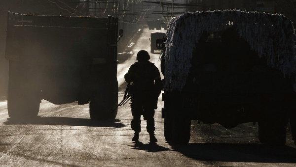 Украинские военные близ Артемовска во время вывода сил АТО из Дебальцево. Архивное фото