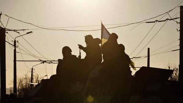 Украинские военные близ Артемовска во время вывода сил АТО из Дебальцево