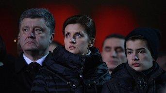 Петр Порошенко с женой и сыном почтили память героев Небесной сотни