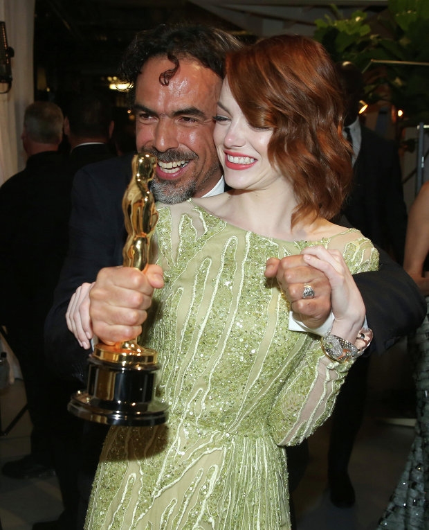 Алехандро Гонсалес Иньяриту и Эмма Стоун за кулисами премии Оскар, 22 февраля 2015