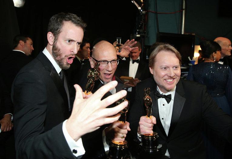 Крис Уильямс, Рой Конли и Дон Холл (слева направо) за кулисами премии Оскар, 22 февраля 2015