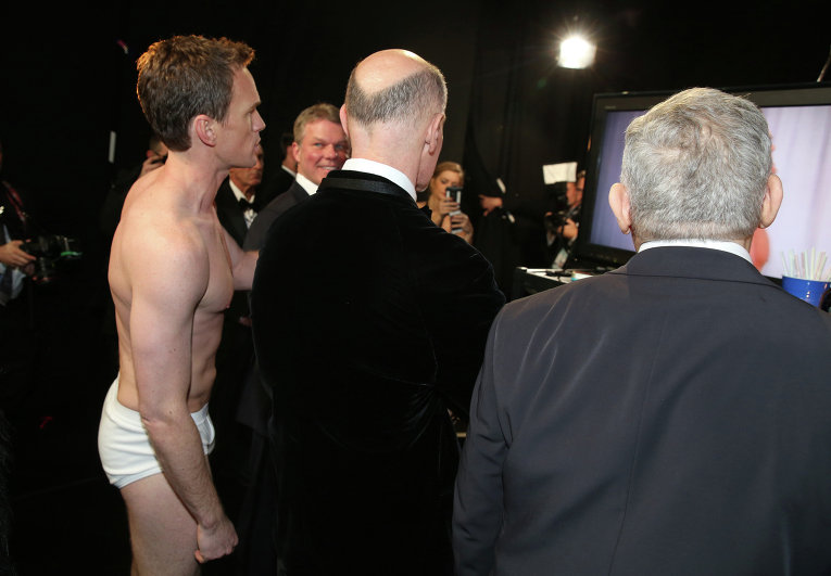 Ведущий церемонии Нил Патрик Харрис за кулисами премии Оскар, 22 февраля 2015