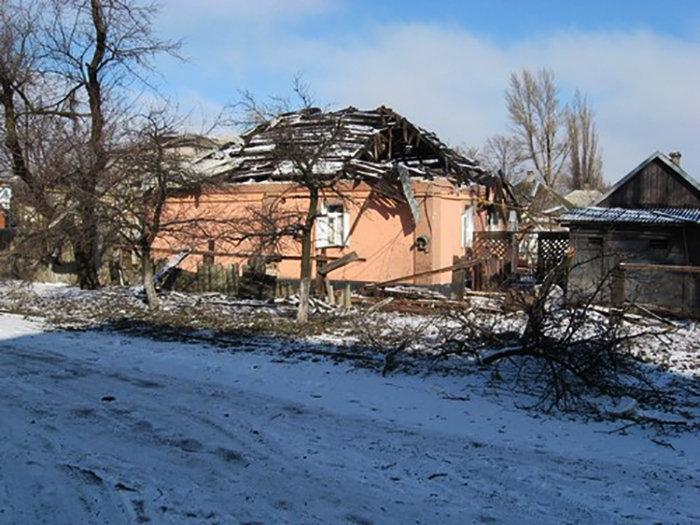 Разрушения после обстрелов в Попасной