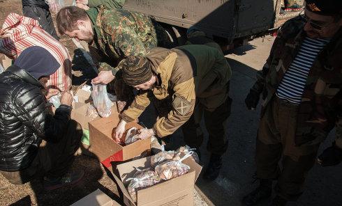 Ополченцы привезли гумпомощь жителям Дебальцево