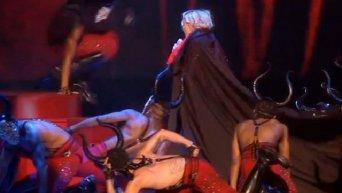 Падение Мадонны на вручении премии Brit Awards 2015