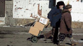 Жители Дебальцево перевозят гуманитарную помощь