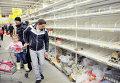 Ажиотаж в продуктовых магазинах Львова