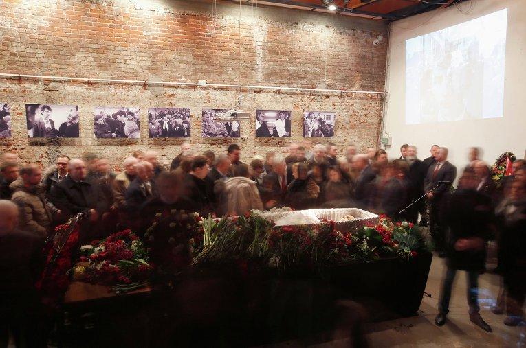 Прощание родственников и друзей с Борисом Немцовым