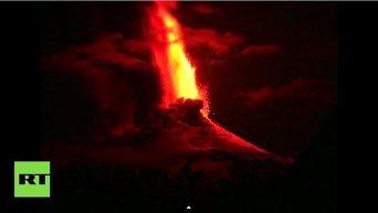 На юге Чили началось извержение вулкана Вильяррика