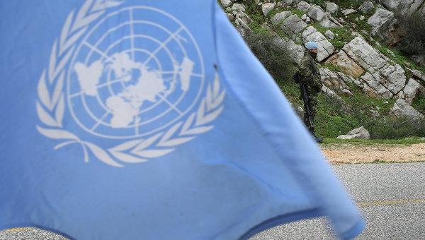 Миротворец на фоне флага ООН. Архивное фото