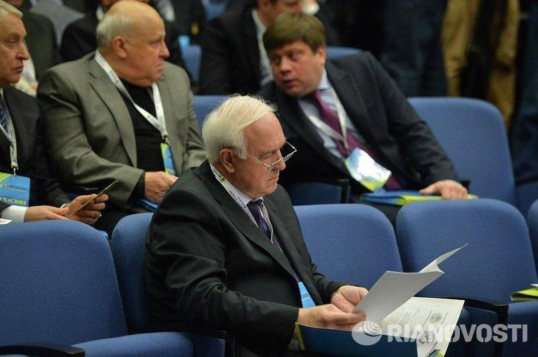 Экс-премьер Украины Валерий Пустовойтенко на конгрессе ФФУ
