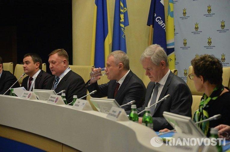 Григорий Суркис в президиуме конгресса ФФУ