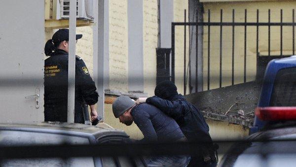 Подозреваемые в убийстве Немцова доставлены в Басманный суд