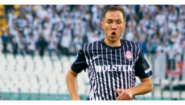 Нападающий луганской Зари Павел Худзик