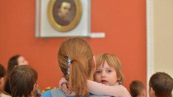 Детей-переселенцы. Архивное фото