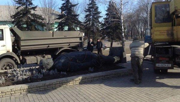 Снос памятника Ленину в Доброполье