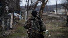 Ополченец в районе Луганска