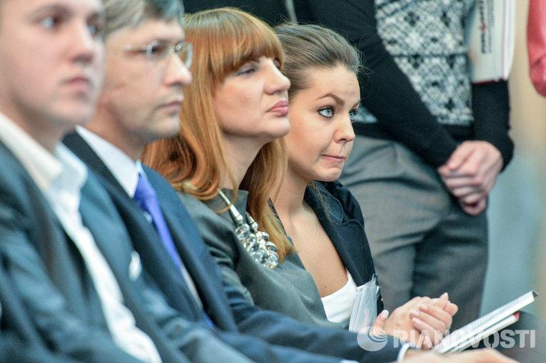 Елена Кошелева (крайняя справа)