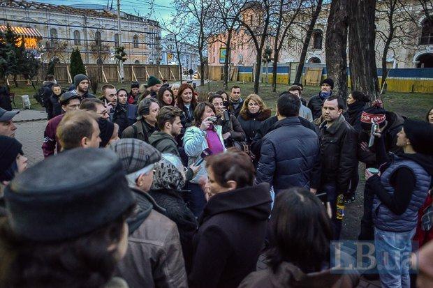 Снос забора вокруг сквера на Контрактовой площади в Киеве