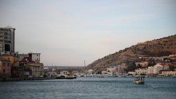 Вид бухты и побережья в окрестностях Балаклавы. Архивное фото