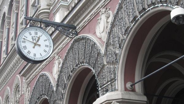 Украинцам разрешили некоторые операции сзарубежными счетами без лицензии НБУ