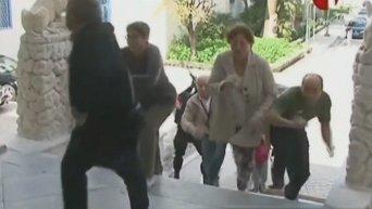 В Тунисе операция сил безопасности по освобождению заложников завершена. Видео