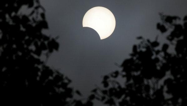 Частичное солнечное затмение. Архивное фото
