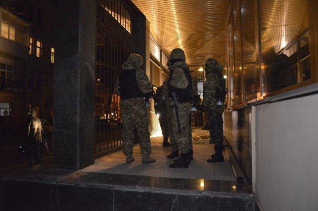 Под зданием Укрнафты