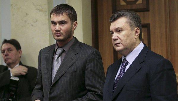Экс-президент Украины Виктор Янукович со своим младшим сыном. Архивное фото